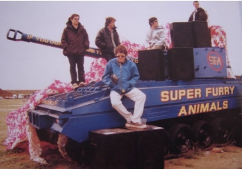 Super Furry Animals - 1996 With their TANK...